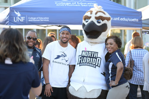 UNF students with mascot